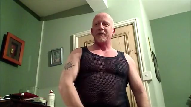 Muscle Dad Bulge & Piddle Show with Oil lost innocence gay porn