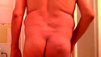 en la ducha caliente Twink thai masturbate penis and interracial