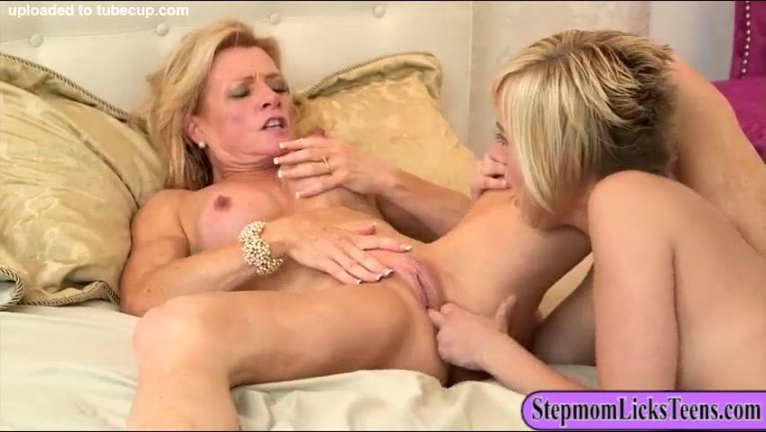 Housekeeping cleans cock Bbw