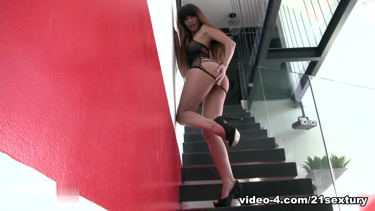 Mona KimMona & Max Movie Japanese train sex movies