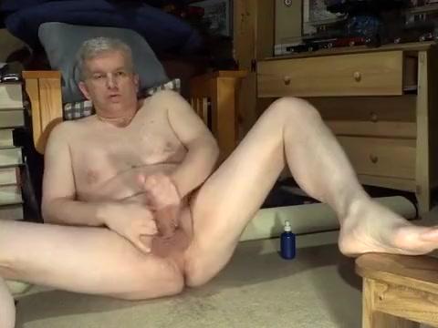 Watch Dad Jerkoff no hands cum tranny