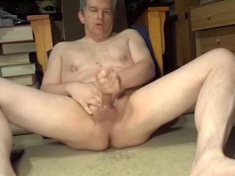Naked Daddy masturbating old classic movie stars nude
