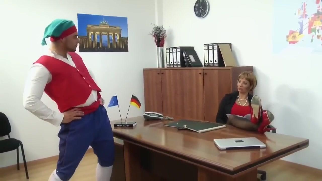 Deutsch-komodie Red headed mature having rough slapping sex