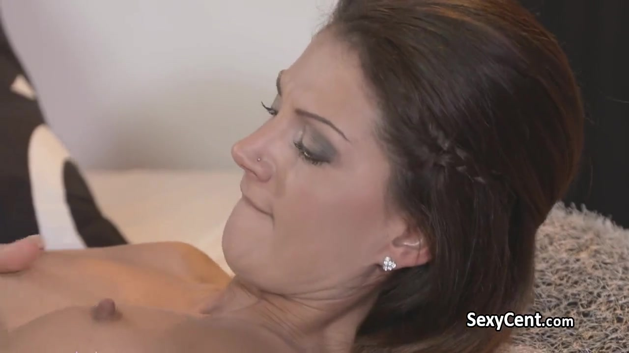 Girls kissing porn lesbian