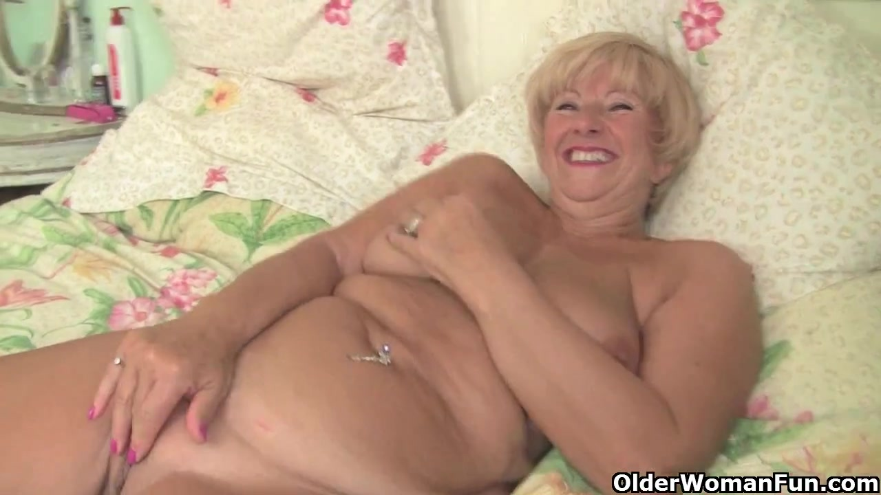 Plump granny acquires her old bawdy cleft fingered by photographer Estate Agent Fuck Beeg