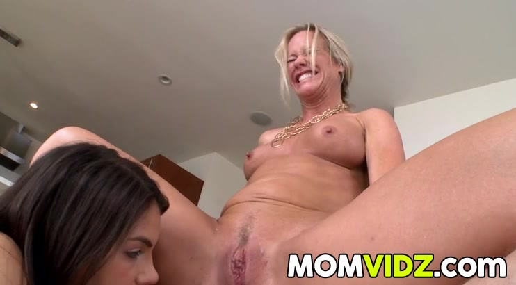 Sluty xxx lesbianas Blonde