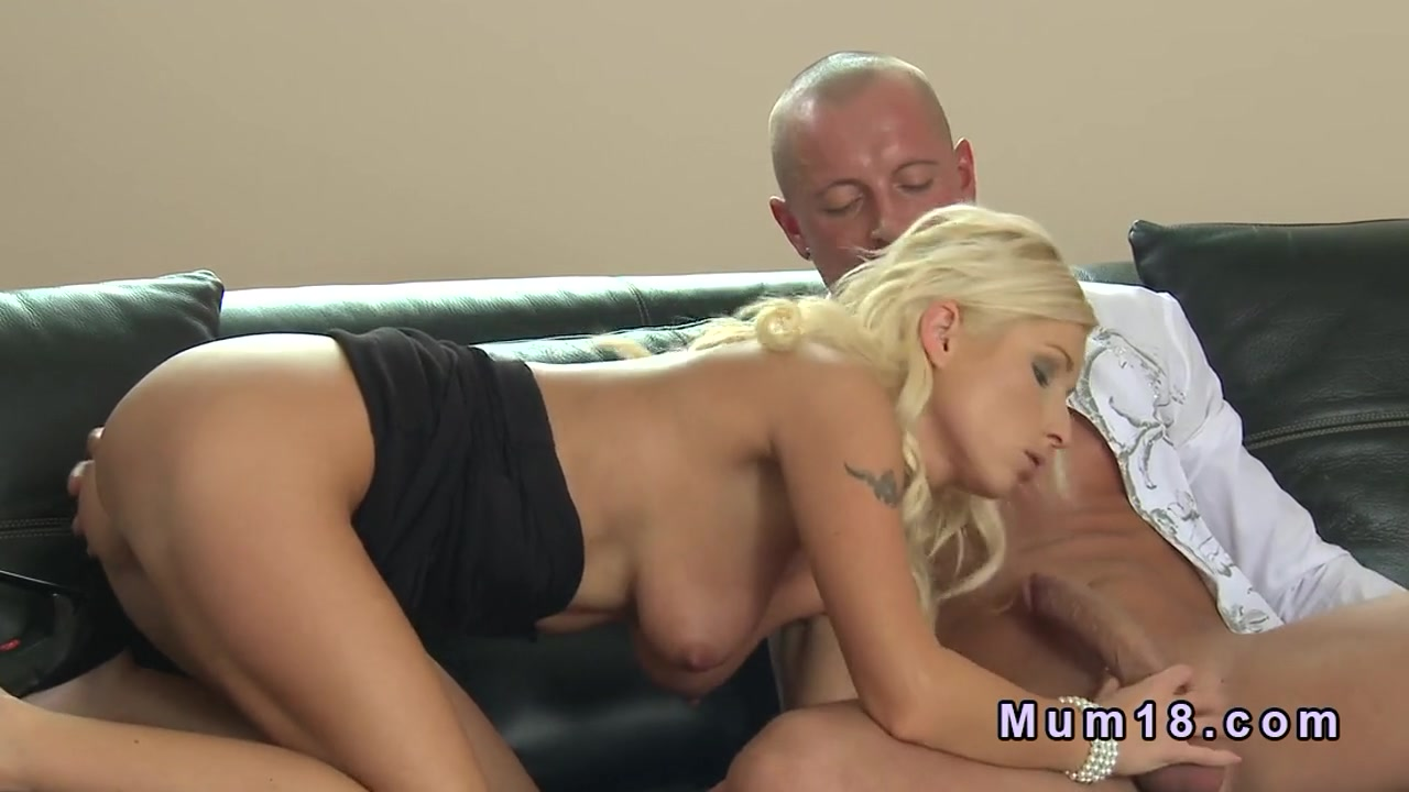 Slim busty blonde mom bangs on leather sofa Lauren Phillips eating Summers pussy