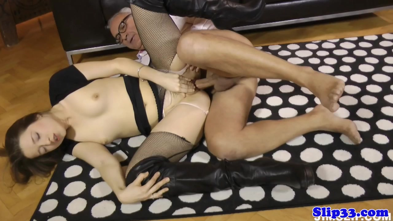 Glam eurobabe assfucked by british geriatric lesbian porn in the woods