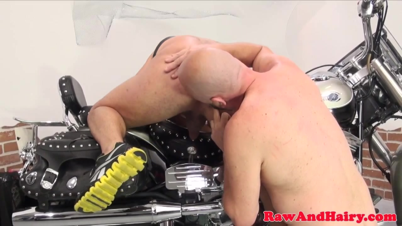 Mature otters barebacking on a motorbike How to attract a woman older than you