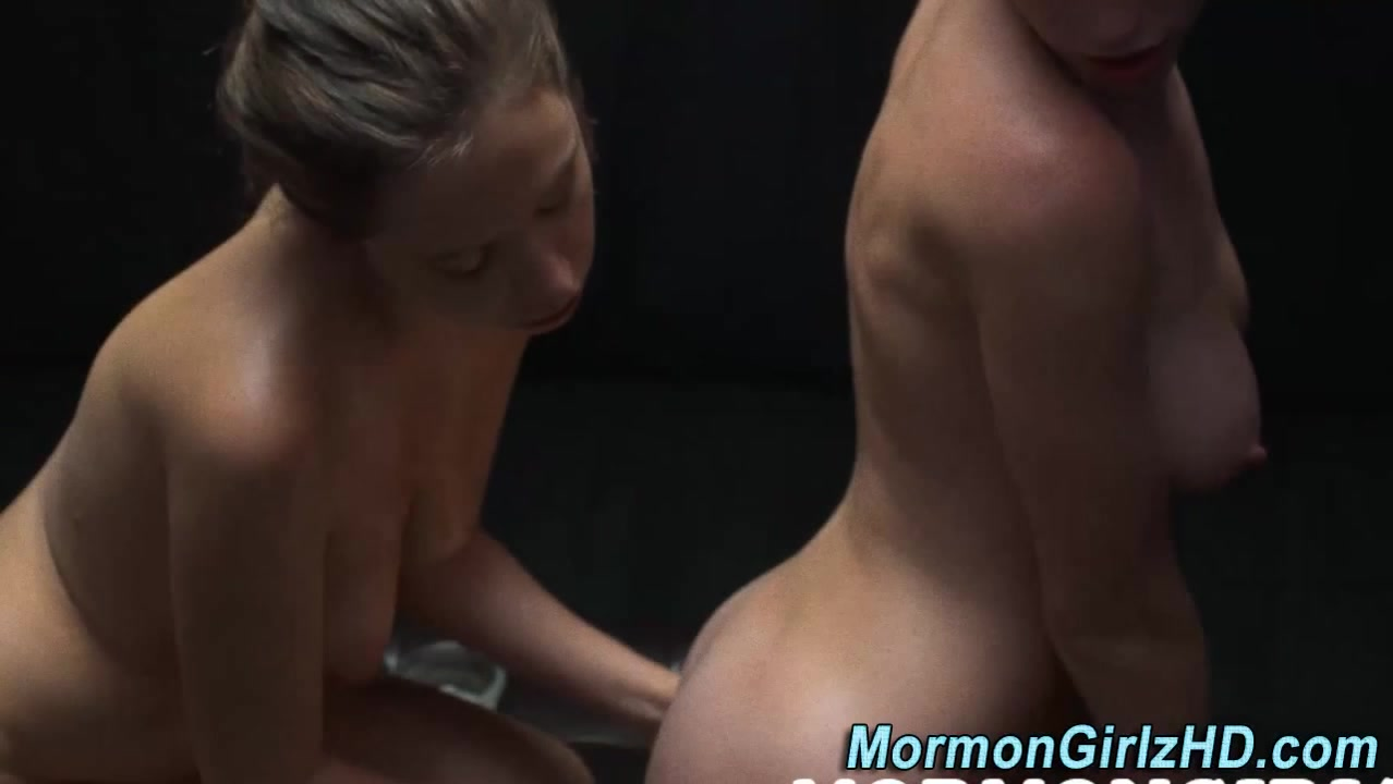Lesbea fucks Brunette sexe