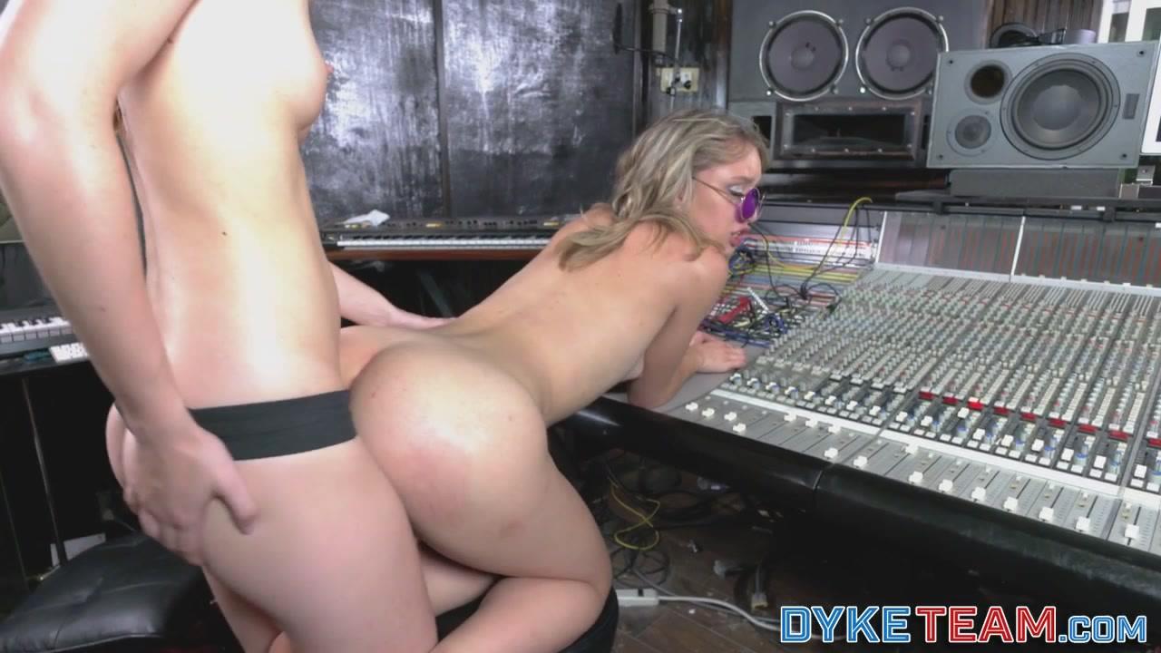 Pornex video Lesbo orgee