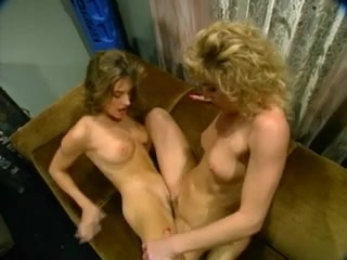 Lesbos licking Pussy sexi