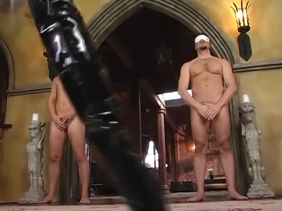 La Britannique Michelle B dans une scene de double penetration en bottes tarzan x shame of jane dvd