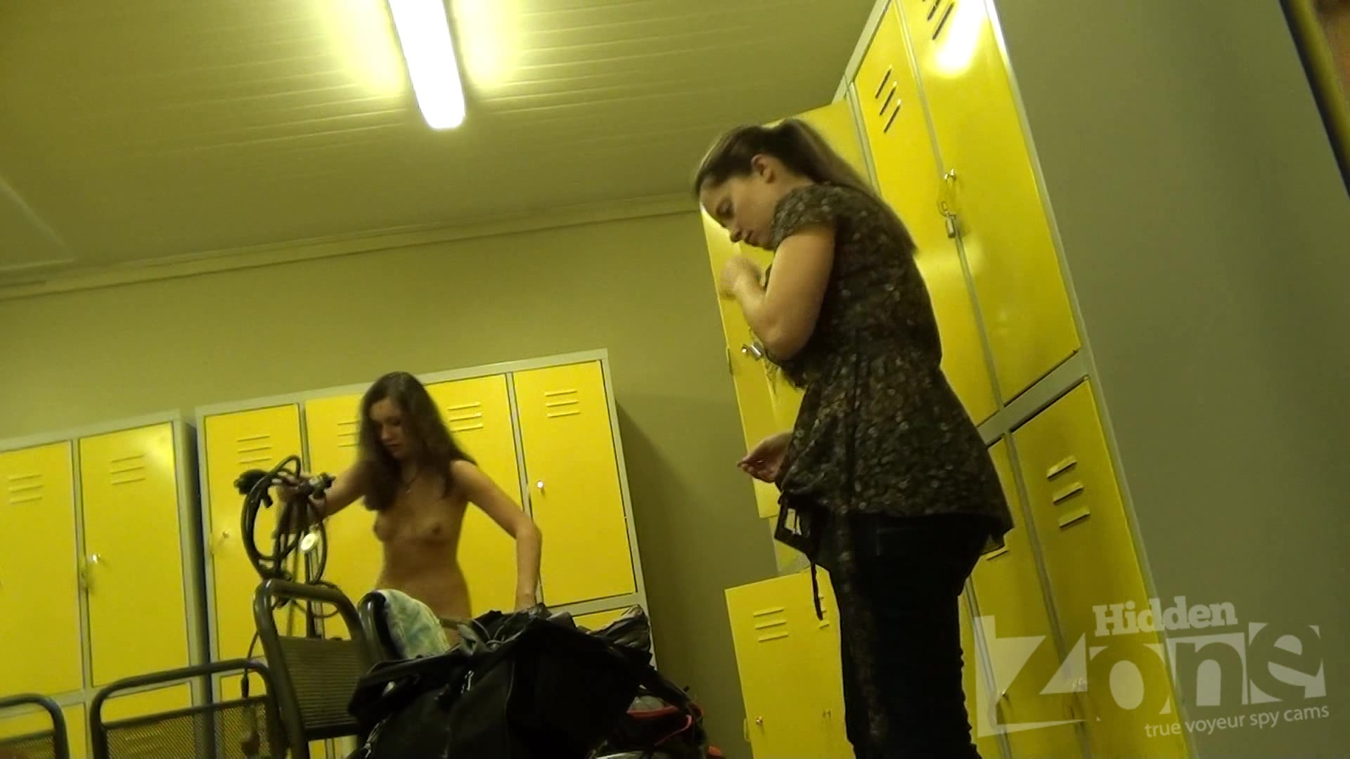 Long-haired babe fold her clothes in the locker Mature lady sonia masturbates