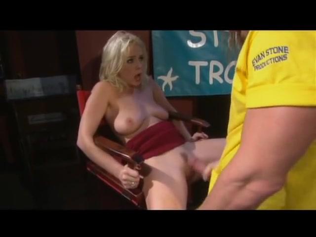 Missy Monroe takes large rod at gentlemens club skylar green in breathtaking amateur mov
