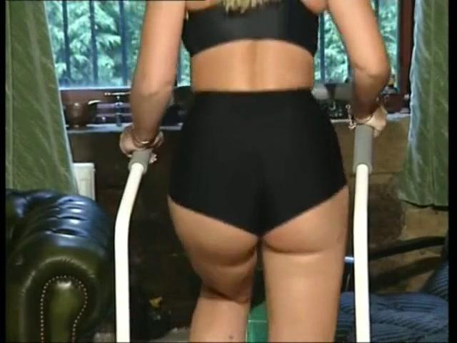 Milfe lesbian fucks masturbation