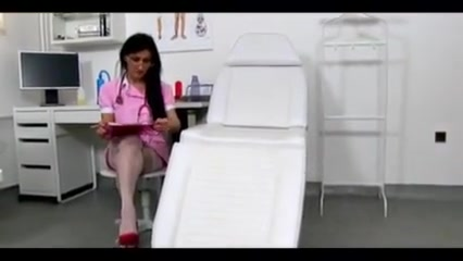 Marta enfermera jalandosela a un sujeto y se viene en sus tetas pink haired teen porn
