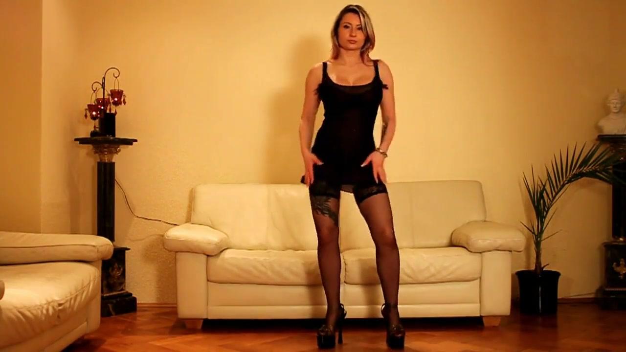 Geile hausfrau strippt im wohnzimmer! fucking my teacher hard