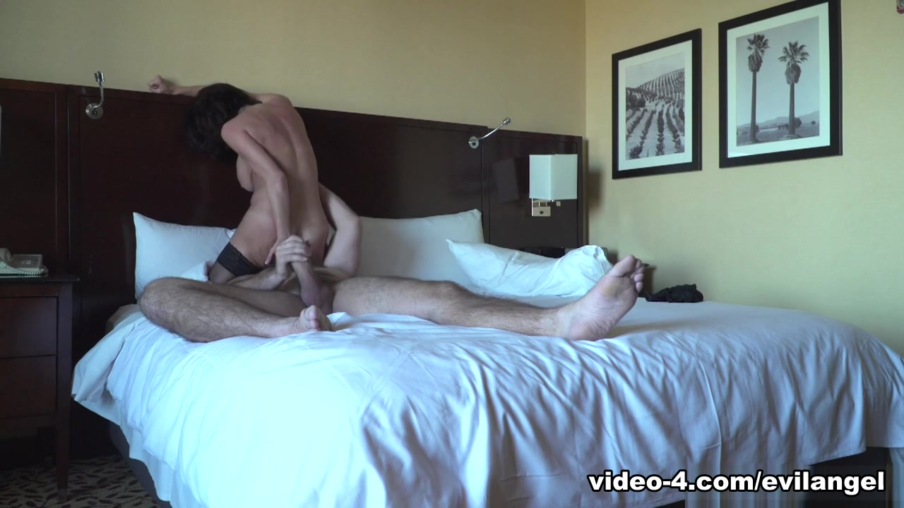Veronica Avluv & Manuel Ferrara & Manuel Ferrara in Raw Anal Date: Busty MILF & Hung Stud - EvilAngel Wife Usa Bed