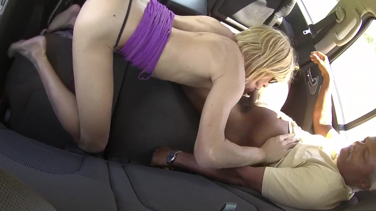 Suck and drink in the car Mobile no sexy girl